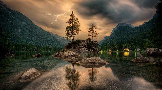 jezioro jesienią