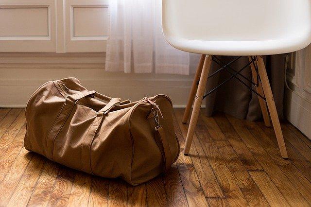 co można spakować do bagażu głównego